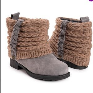 Muk Luks Strap-Accent Kael Boot Grey & Taupe 9-10